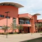 Vista externa do prédio do ciclo básico. Foto: Natália Dourado /  EACH / USP Imagens.